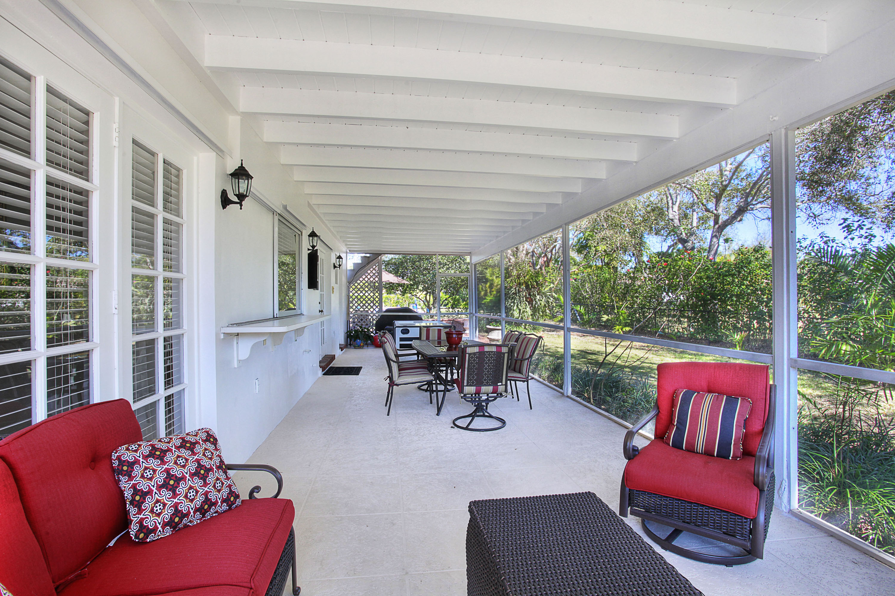 relaxing-screened-patio-p512134 | Miami Real Estate Works