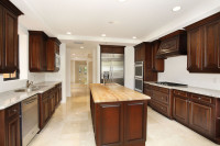 006-Beautiful_Chef_s_Kitchen_with_Cooking_Island-1017593-mls