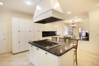 018-Kitchen_with_Cabinets_Galore-1585064-print