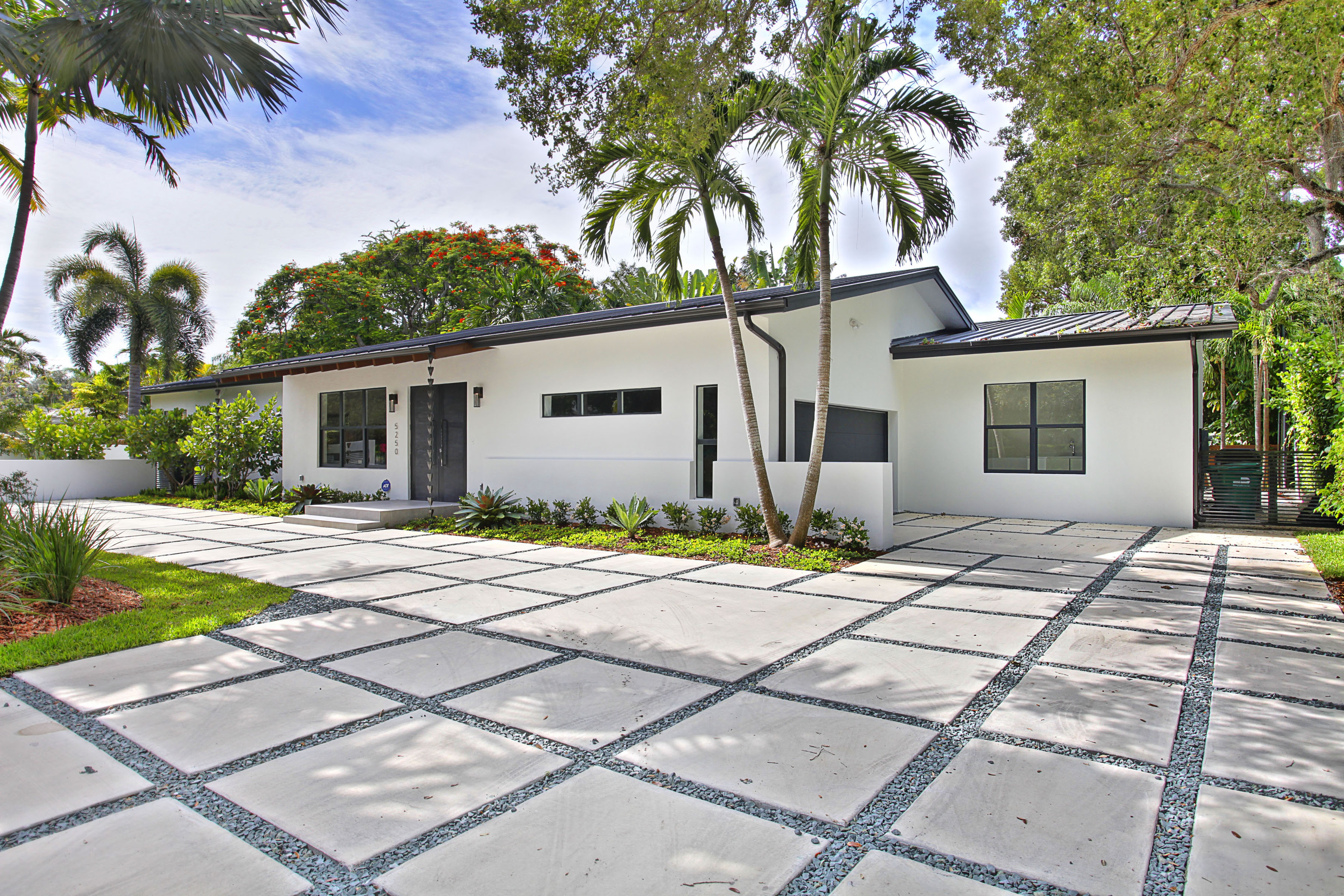 Recently sold by valaree byrne in high pines 5250 sw 76th for Big houses in miami