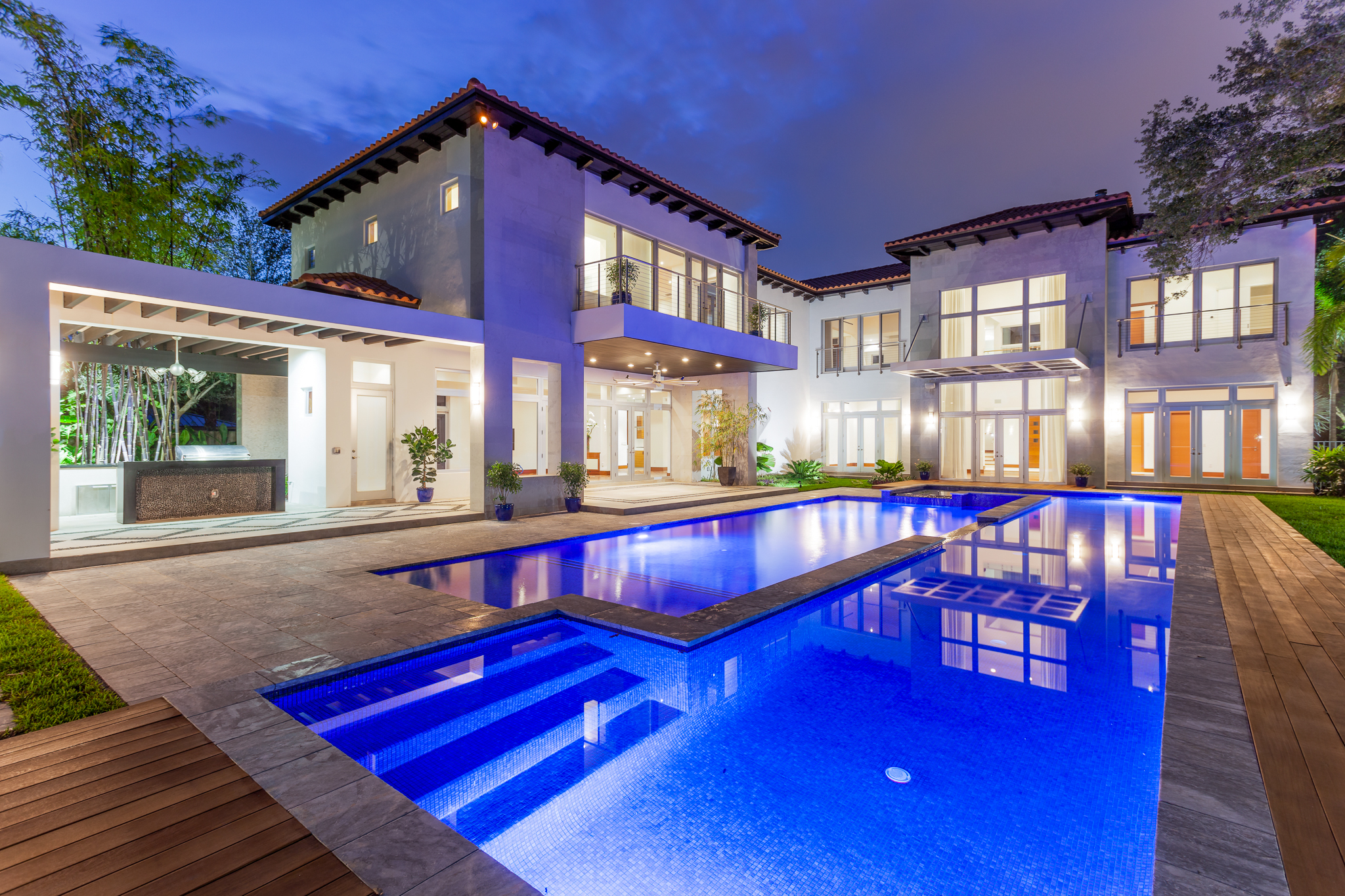 Luxury homes miami miami real estate works for Modern houses in florida