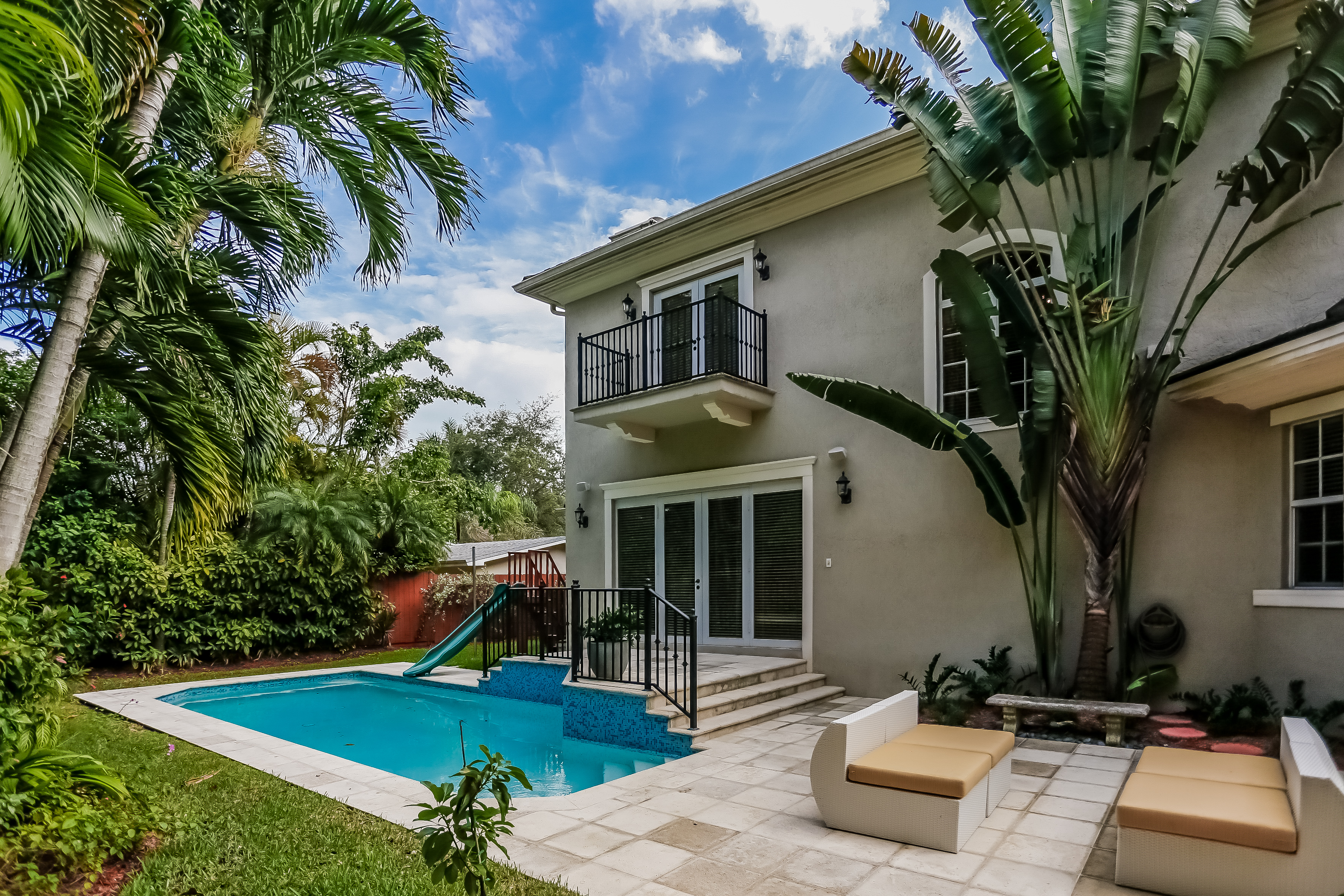High pines miami real estate works for Big houses in miami