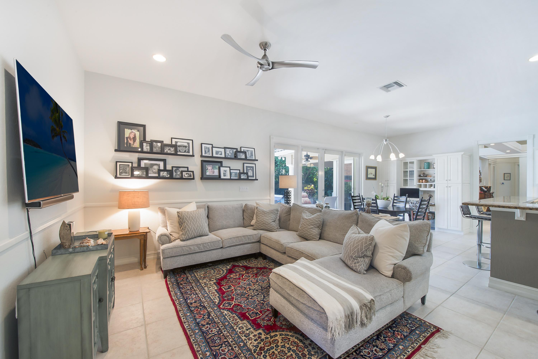 05 Spacious Family Room | Miami Real Estate Works